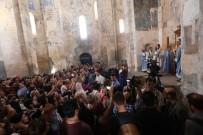 BORU HATTI - Bakan Ersoy Akdamar'da Yapılan Ermeni Ayinine Katıldı