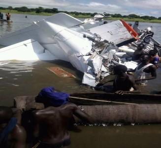 Güney Sudan'da uçak düştü: 17 ölü