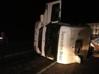 Hayrabolu'da Devrilen Tırın Sürücüsü Yaralandı