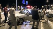 Minibüs İle Otomobil Çarpıştı Açıklaması 1'İ Çocuk, 6 Yaralı