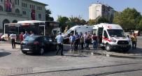 BELEDIYE OTOBÜSÜ - Otobüs İle Otomobil Çarpıştı; 2 Yaralı