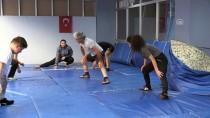 Veteran Güreşçi Öğrencileriyle Şampiyonaya Hazırlanıyor
