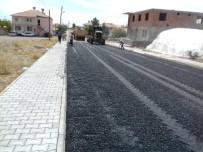 KALDIRIM ÇALIŞMASI - Yazıhan'da Asfalt Çalışması