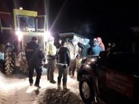 Çığ Düşen Yolda Mahsur Kalan 4 Kişiyi AFAD Kurtardı
