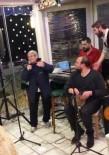 SANAT MÜZİĞİ - Sahneye Çıkıp Şarkı Söyleyen Canan Karatay Şaşırttı