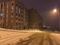 Sındırgı-Akhisar Yolunda 30 Araç Mahsur Kaldı