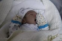 NORMAL DOĞUM - Yeni Yılın İlk Bebeğine Valinin İsmi Verildi