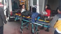 NECATI ÇELIK - Yolun Karşısına Geçmeye Çalışan Genç Kadına Araba Çarptı