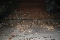 HASAR TESPİT - Apartmanın İstinat Duvarı Çöktü, 3 Otomobilde Hasar Oluştu