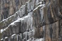 Buzdan Sarkıtlar Kartpostallık Görüntüler Oluşturdu