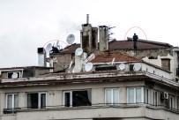 TAKSIM - Çatıda Korkutan Anten Tamiri