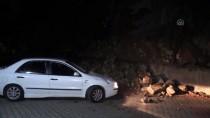 HASAR TESPİT - Çöken İstinat Duvarı 3 Araca Zarar Verdi