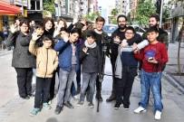 YAŞAR ÜNIVERSITESI - Gençler, Mahallede Film Çekti