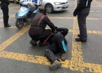 TAKSIM - Kaza Yapan Motosiklet Sürücünü Arkadaşı Bir An Olsun Yalnız Bırakmadı