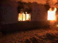 Köy Evinde Geceyi Aydınlatan Yangın