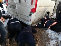 Minibüs Altında Kalan Çocuk Kurtarıldı