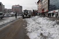 KARASU NEHRİ - Muş Belediyesinden Kar Mesaisi