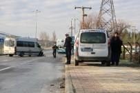 Öğrenci Servisi Halk Otobüsüne Çarptı Açıklaması 8 Yaralı