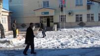 Okullarda Buzlanmaya Karşı Tuzlama Çalışması Yapıldı