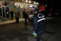 ÇUKUROVA ÜNIVERSITESI - Sokak Ortasında Bıçaklanan Genç Ağır Yaralandı