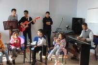 ERCIYES ÜNIVERSITESI - Tekden Koleji Öğrencileri, Çocukların Yüzünü Güldürdü