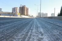 Yollar Buz Pistine Döndü