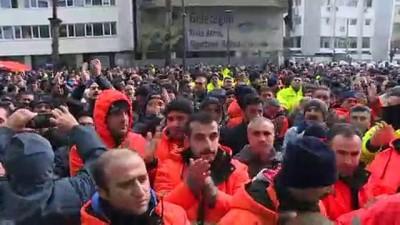 İzmir'de 'Hayatı Durduran' İşçi Eylemi