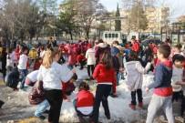 Kar Yağmayınca Okula Kar Taşıdılar