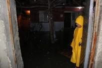 KAZIM KARABEKİR - Manisa'da Şiddetli Yağış Su Baskınlarına Neden Oldu