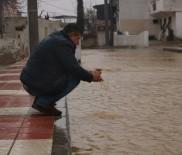 SULAMA KANALI - Manisa'da sulama kanalları taştı