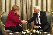 ALEKSİS ÇİPRAS - Merkel, Yunan Cumhurbaşkanı Pavlopulos'la Görüştü