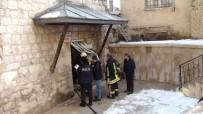 Tarihi Hamamda Çıkan Yangın Büyümeden Söndürüldü