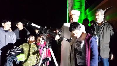 Teleskopla Çocukların Ve Gençlerin İlgisini Camiye Çekiyor