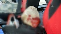 Yamaçtan Kopan Kaya Parçası Araca Çarptı Açıklaması 4 Yaralı