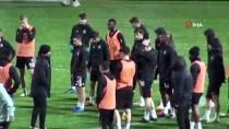 HAZIRLIK MAÇI - Beşiktaş'ın Hazırlık Maçına Yağmur Engeli