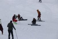 GÜNEŞLI - Bitlis'te Kayak Sezonu Açıldı