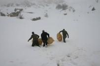 Elazığ'da Yaban Hayvanları İçin 4 Ton Yem Bırakıldı