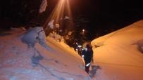 Karlı Yollar Aşıldı, Hastalar Hastaneye Ulaştırıldı