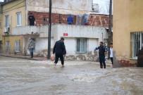 ÖĞRETMENEVI - Manisa'yı Sel Aldı