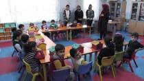 'Minik Eller' Okulu Kuş Evleriyle Donattı