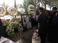 KANSER TEDAVİSİ - Oyuncu Hande Erçel'in Acı Günü
