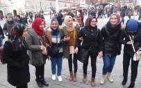 TAKSIM - (Özel) Filistinli Turistler Önce Halay Sonra Fotoğraf Çektiler