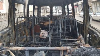 Park Halindeki Minibüs Alevlere Teslim Oldu