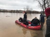 Sular Altında Kalan Binadaki 4 Köpek İtfaiye Tarafından Kurtarıldı
