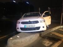 ATAKÖY - Bakırköy'de Polisin 'Dur' İhtarına Uymayan Araç Kaza Yaptı