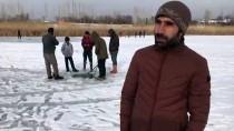 VAN GÖLÜ - Donan Gölde Tehlikeli Balık Avı