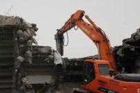 Elazığ'da Stadın Yıkımı Başladı