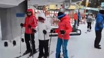 Kar Kalınlığının 1,5 Metreye Ulaştığı Merkezde Kayak Keyfi
