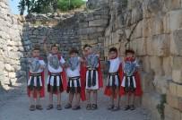 Troya İçin Çocuklar Oyuncu, Anneleri Ayakkabı Ustası Oldu