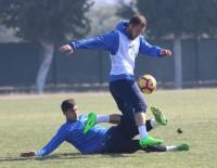 TRABZONSPOR - Akhisarspor 2 Futbolcuyu Bitirmek Üzere